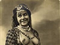 Nude Arab girl