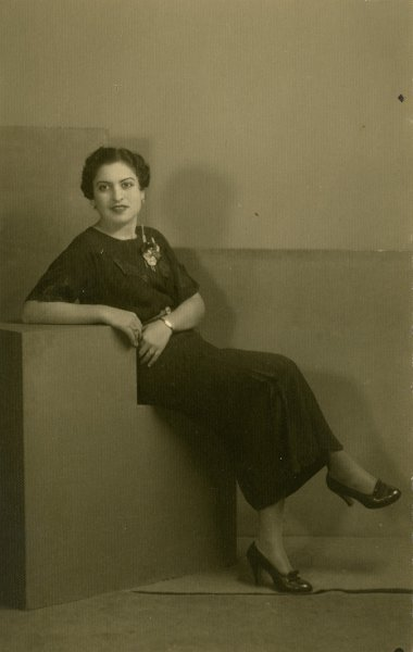 Untitled (studio portrait of a fashionable woman)