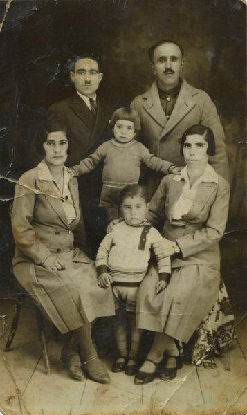 studio-masis-baghdad-1938-portrait-of-an-armenian-family