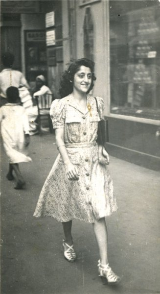 Untitled (young woman, walking down the street, Alexandria)